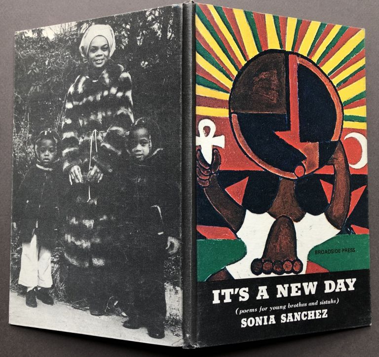 It's a New Day ( poems for young brothas and sistuhs ). Sonia Sanchez.